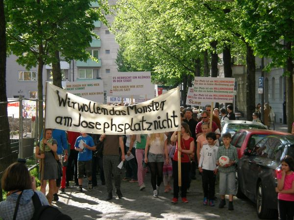 Demonstrationszug am Josephsplatz