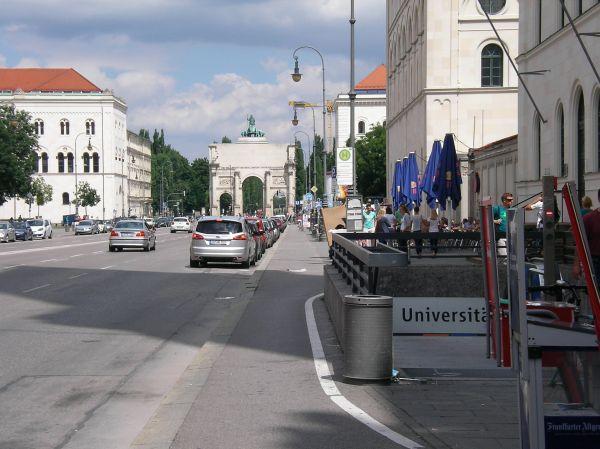 Radweg an der U-Bahn Universität