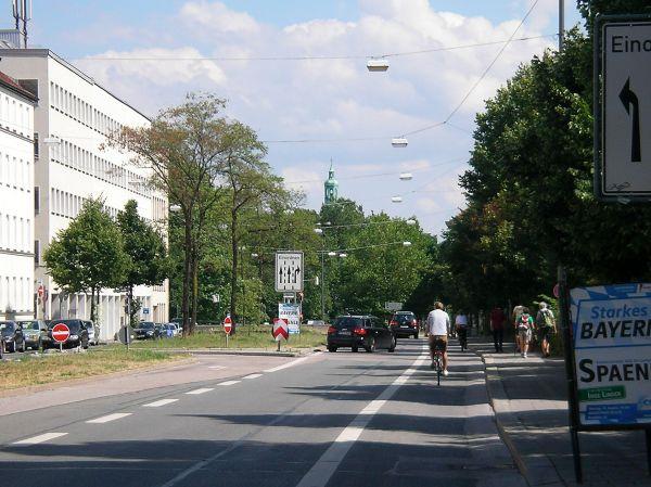 Schutzstreifen Von-der-Tann-Straße