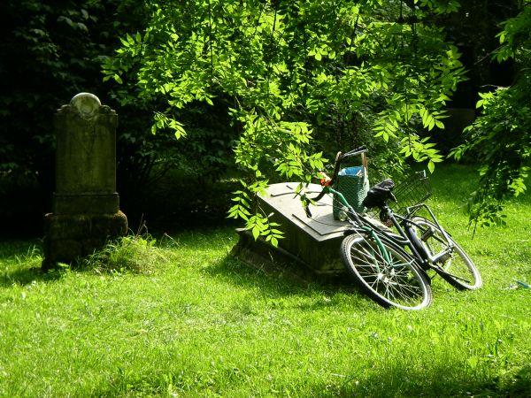 Grabstein mit Fahrrad