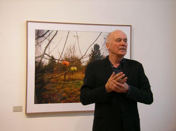 Hanns Zischler vor seinem Pinhole-Foto