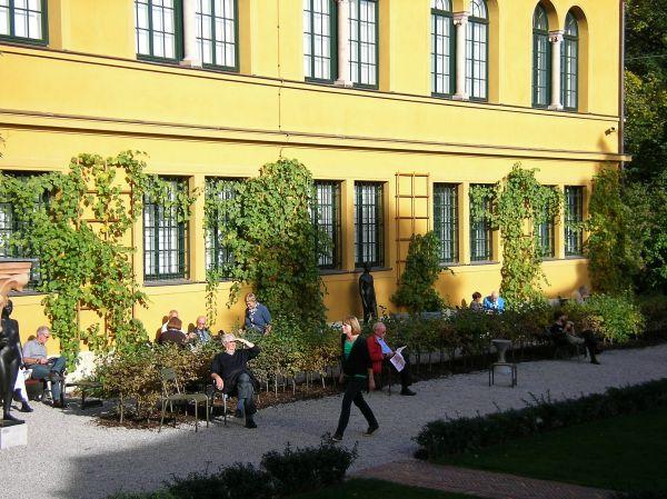 Sonne tanken am Lenbachhaus
