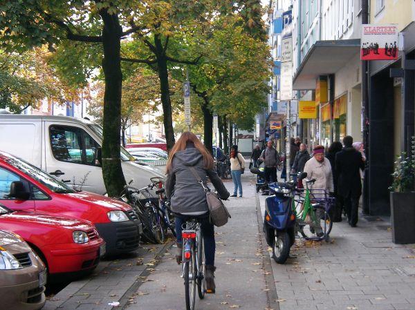 Rad auf dem Radweg Augustenstraße