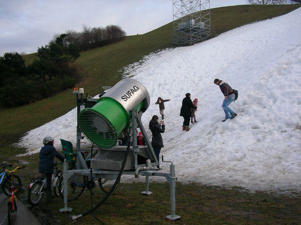 Olympiaberg mit Schneekanone