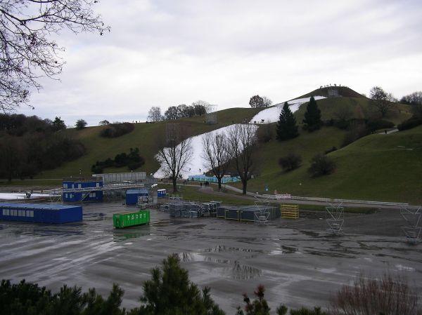 Olympiapark mit beschneitem Hang