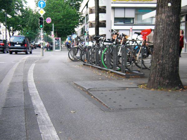 Baumscheibe als Fahrradfalle