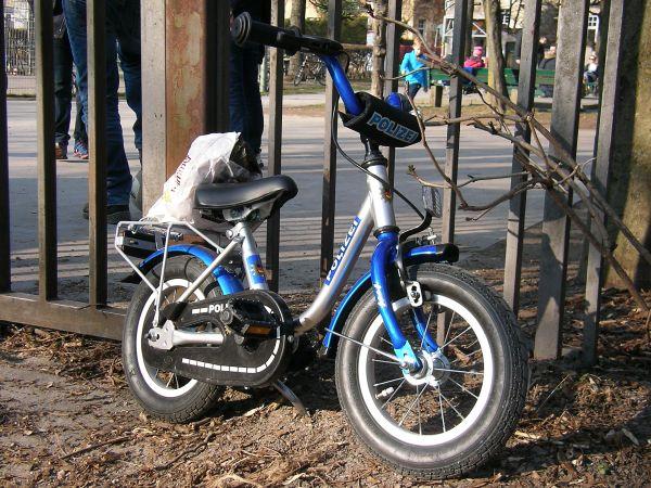 Fahrrad am Spielplatz