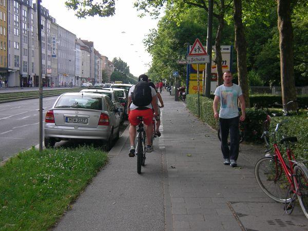 Radweg Dachauer Straße - Door Zone