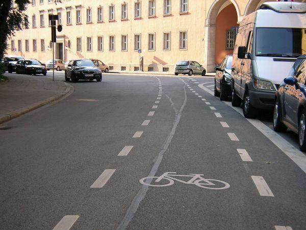 Sophienstraße - Schutzstreifen für Radfahrer