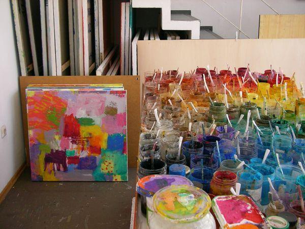 Pigmente im Atelier von Petra Amarell