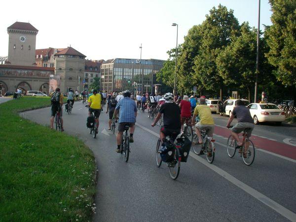 Fahrraddemo in Richtung Isartor