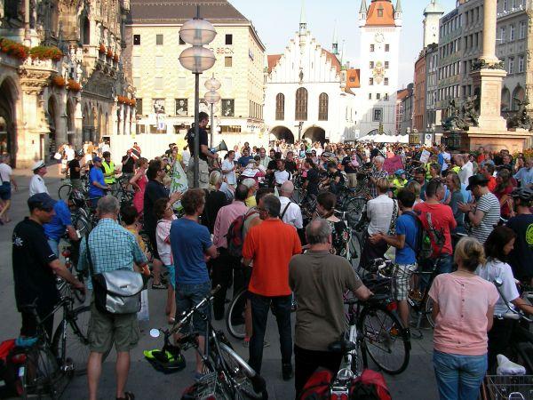 Fahrraddemo Rosenheimer Straße - Abschlusskundgebung am Marienplatz