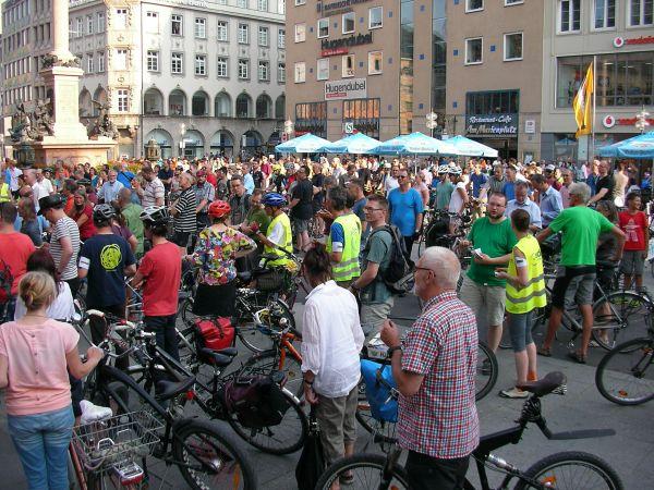 Fahrraddemo Abschlusskundgebung am Marienplatz