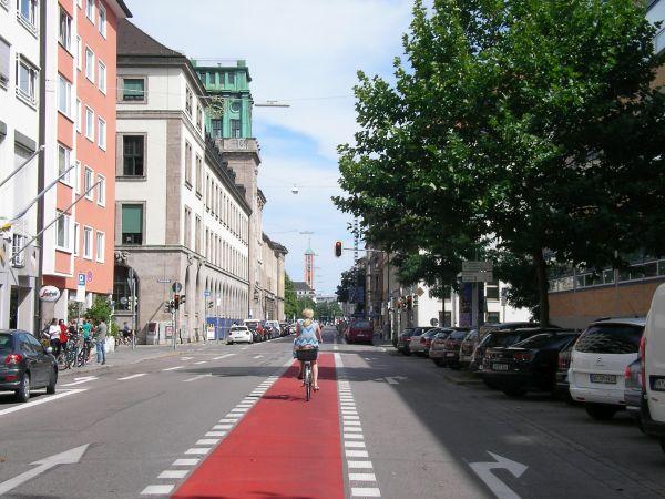Radstreifen Gabelsbergerstraße - Kreuzung Luisenstraße