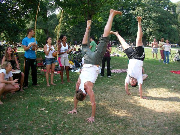 Capoeira mit Handstand