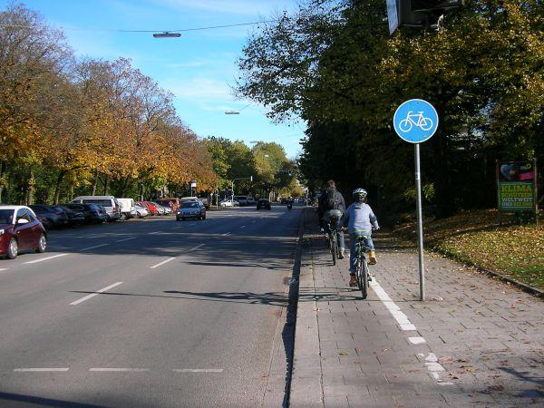 Radweg in der Karl-Theodor-Straße