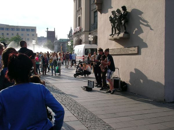 Straßenmusik am Karlstor / Stachus