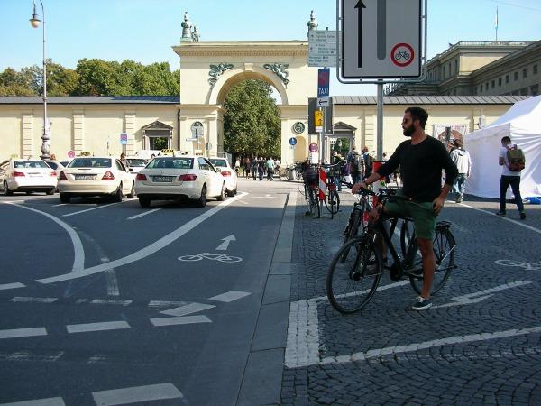 Radfahrstreifen am Odeonsplatz
