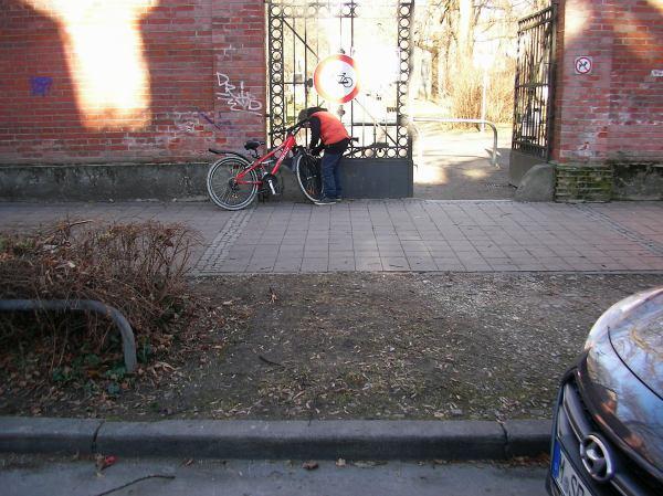 Friedhofszugang Zieblandstraße