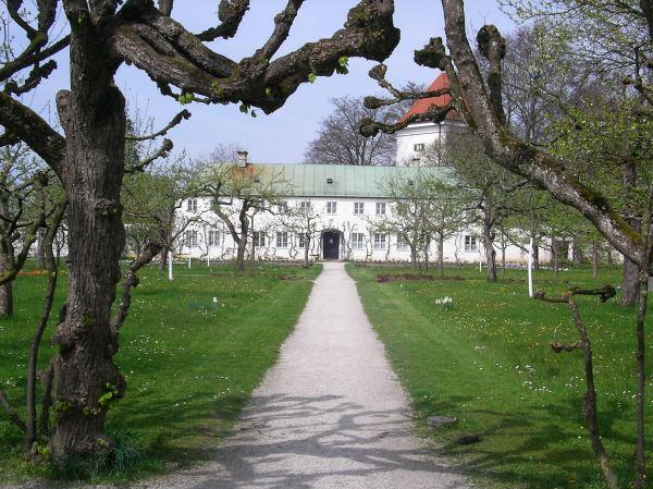 Hofgarten Dachau im April