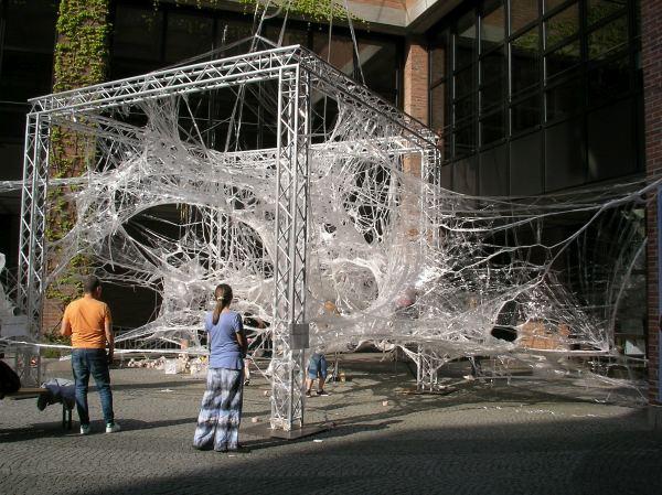 Boxtape-Skulptur am Gasteig