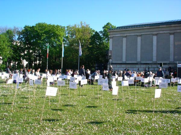 München liest aus verbrannten Büchern (Publikum)