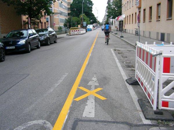 Fahrradstreifen Einbahnstraße Heßstraße