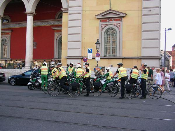 Polizei bei Critical der Mass München
